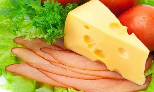 Украина стала больше экспортировать мяса птицы и покупать импортного сыра