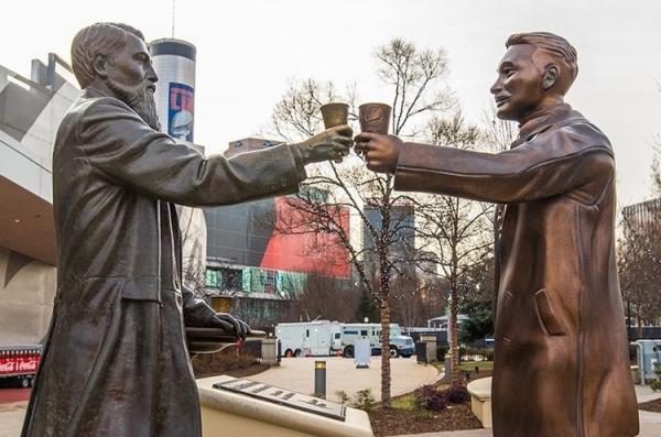 Pepsi встановила бронзовий пам'ятник на знак примирення із Coca-Cola в Атланті