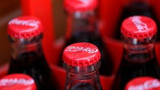Продажи концерна Coca-Cola снизились на четверть