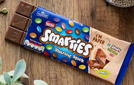 Nestlé выпустила шоколад Smarties в упаковке из вторсырья
