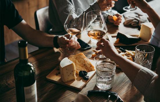 Waitrose предлагает виртуальные дегустации вин и джина через Zoom