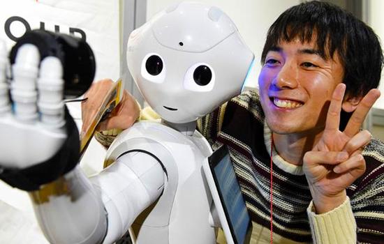 Из шотландского магазина уволили..робота