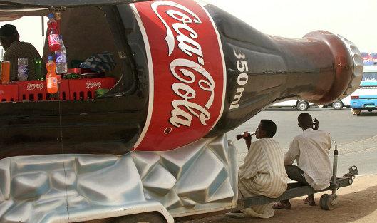 Чистая прибыль Coca-Cola за 9 месяцев сократилась на треть