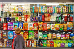 Британцы хотят ограничить торговлю сладостями
