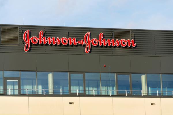Johnson&Johnson выплатит более $4 млрд заболевшим раком клиенткам